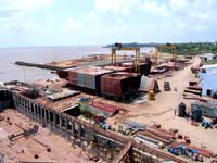 160 m long fabrication bay with 2 nos. 15 t Goliath cranes