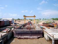 Self floating caisson gate for dry dock